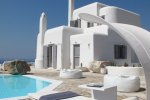 Villa Crew - Mykonos Villa that provide shuttle service